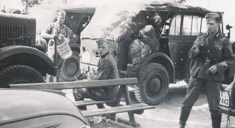 2.Weltkrieg, auto, Bank, Feldwagen, KFZ, PKW, rauchen, soldat, Uniform, Wehrmacht