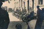 Einsatzbereite Motorräder