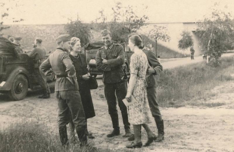 2.Weltkrieg, auto, Gespräch, KFZ, kleid, mode, PKW, soldat, Wehrmacht