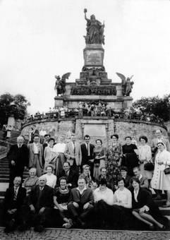 Versammlung am Denkmal