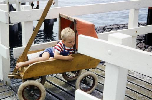 Holzkinderwagen