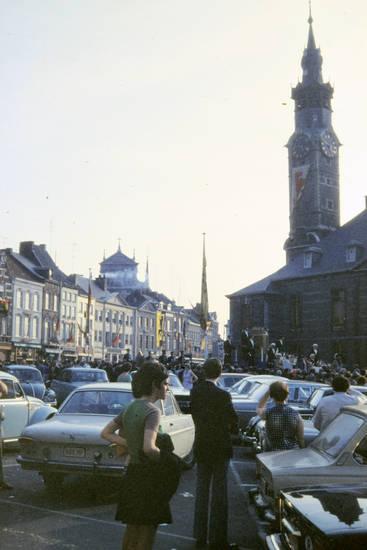 auto, belfried, Belfried von Sint-Truiden, innenstadt, KFZ, kirche, Parkplatz, PKW, uhr
