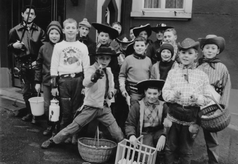 cowboy, Fasching, fastnacht, karneval, Kindheit, korb, Milchkanne, Spielzeugpistole