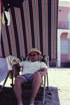 Mann im Liegestuhl