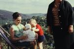 Familie auf einem Berg
