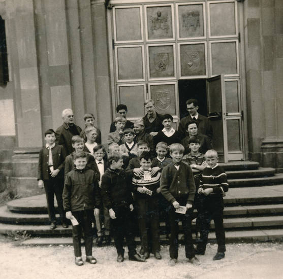 Glaube, Kindheit, Kirchenportal