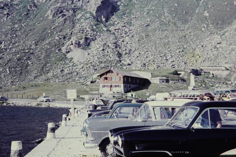 Alpen, auto, ford-12m, Gotthardplatz, KFZ, panorama-bus, Parkplatz, PKW, rekord-p1, VW-Käfer
