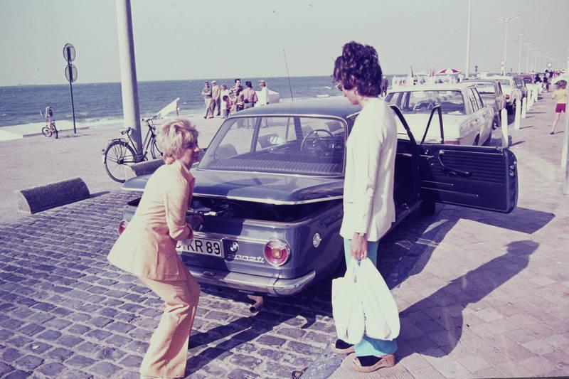 auto, bmw-02, fahrrad, KFZ, kofferraum, mercedes/8, peugeot-504, PKW, sand, Sonne