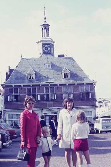 auto, Beursgebouw, Börse, Börsengebäude, familie, Handtasche, KFZ, Kindheit, niederlande, PKW, uhr, Vlissingen