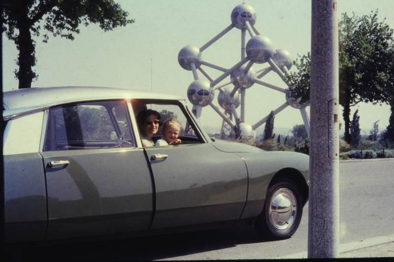 Atomium, auto, citroen-ds, CitroenDS, fahren, fahrt, KFZ, Kindheit, PKW, straße