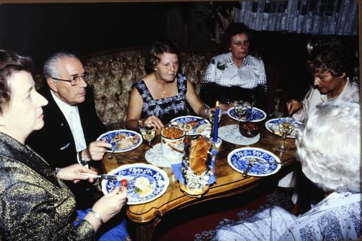 Gemeinsames Essen am Tisch