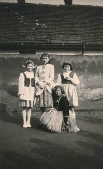 Fasching, Fasenacht, fastnacht, freundschaft, karneval, Kindheit, Kostüm, Mainz-Kostheim, maskiert, schule, verkleidung
