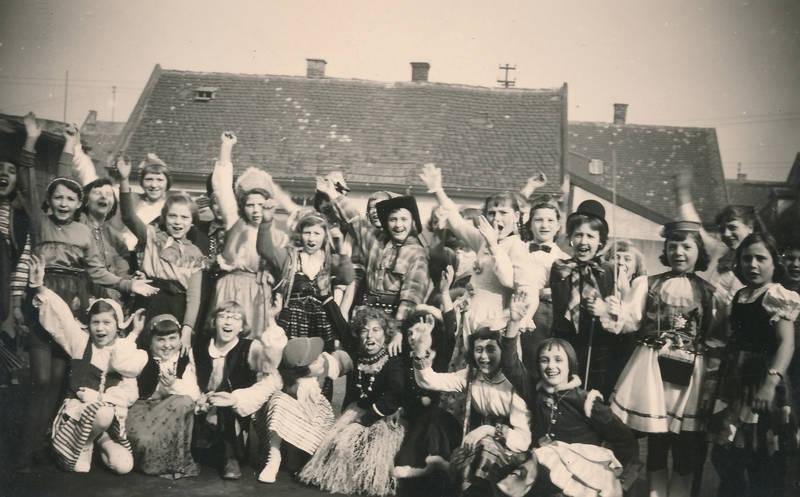 Fasching, Fasenacht, fastnacht, helau, karneval, Kindheit, Kostüme, Mädchenschule, Mainz-Kostheim, verkleidung