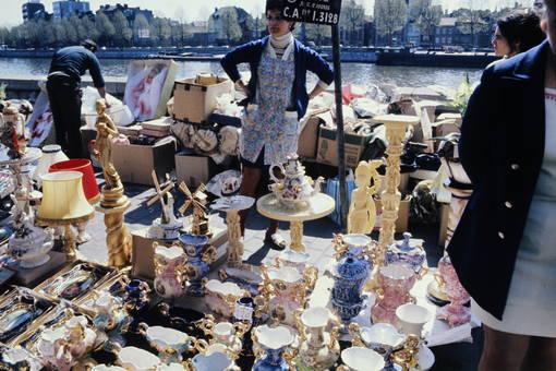 Antiquitätenflohmarkt am Ufer