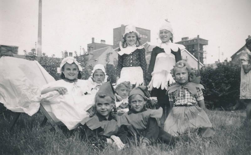 Aufführung, Blume, Kindheit, Kostüm, Mainz-Kostheim, Pfarrfest, theater, verkleidung, zwerg