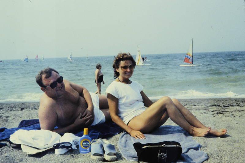 Nivea, sand, sandalen, sonnenbrille, Sonnencreme, Surfer, Tasche, urlaub, Urlaubsreise, windsurfen
