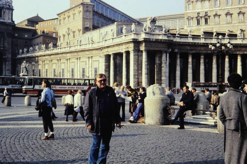 bus, Geländer, KFZ, Laterne, Petersdom, Petersplatz, Reisebus, Säule, statue, straße