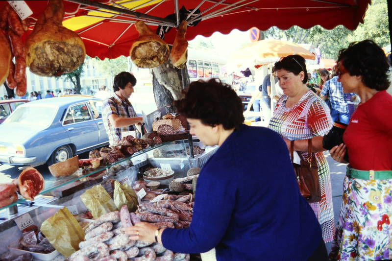 auto, essen, Fleisch, Fleischtheke, KFZ, markt, marktstand, peugeot-504, PKW, stand, theke, Wurst