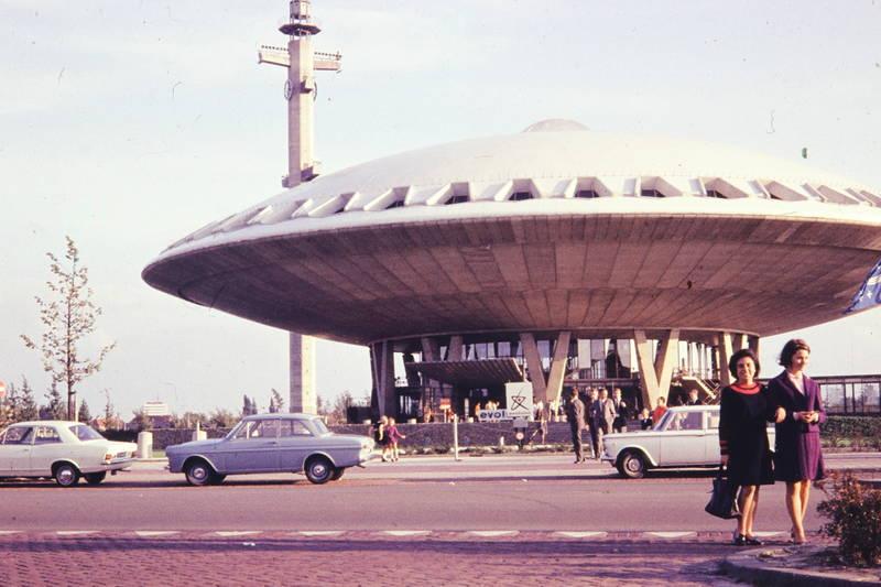 auto, Eindhoven, evoluon, ford, ford-cortina, KFZ, mode, Museum, naturwissenschaft, PKW, straße, UFO