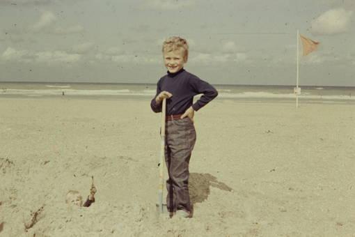 Kind mit Schaufel