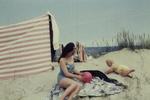 Frau mit Ball und Kind