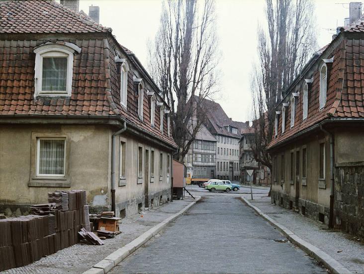 Architektur, auto, halberstadt, haus, KFZ, PKW, straße, Trabant, Wohnhaus