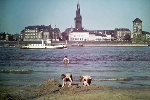 Badende im Rhein