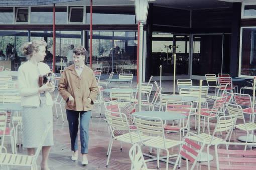 Vor dem Café