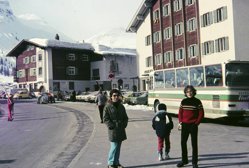 auto, bus, KFZ, Kindheit, PKW, Postamt, schnee, skier, straße, urlaub, winterurlaub