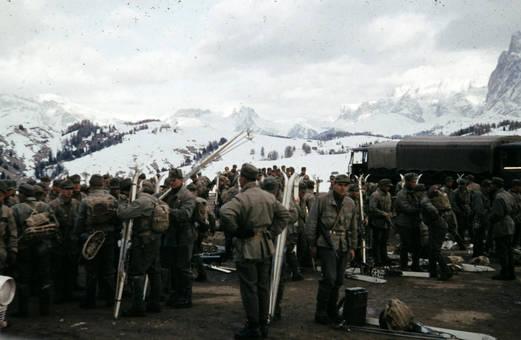 Soldaten mit Skiern