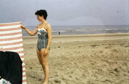 Frau am Windschutz