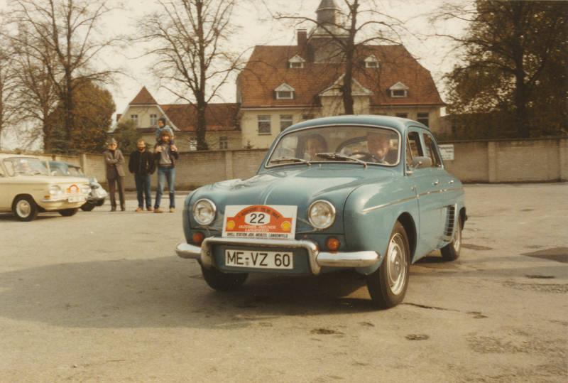 ausfahrt, auto, KFZ, limousine, nsu-prinz, Oldtimer, Oldtimer-Freunde Langenfeld, PKW, Renault, Renault-Dauphine