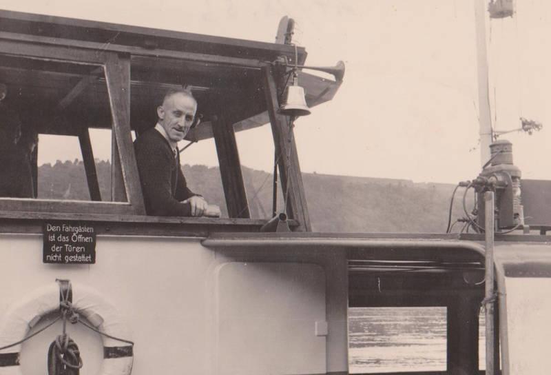 Den Fahrgästen ist das Öffnen der Türen nicht gestattet, fähre, Koblenz, schiff, Schifffahrt
