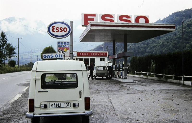 auto, esso, Gas, gas oil, KFZ, PKW, R4, reise, Renault, Renault 4, renault-r6, tanken, Tankstelle