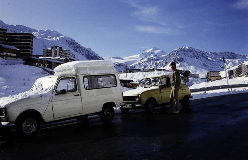 auto, KFZ, PKW, R4, Renault, Renault 4, schnee, Straßenrand, urlaub, Urlaubsreise, winter