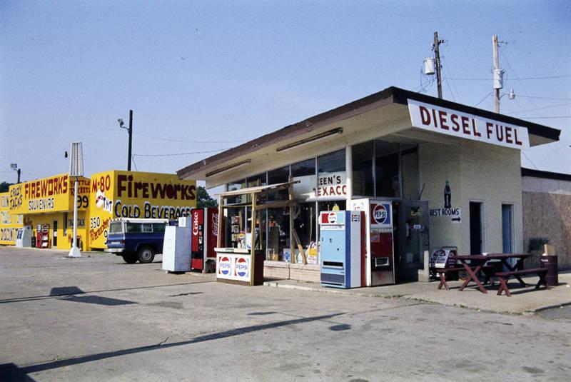 beverages, Coke, diesel fuel, diner, fireworks, geschäft, getränke, getränkeautomat, Houston, laden, Ladenlokal, Pepsi, restrooms, Tankstelle, toiletten