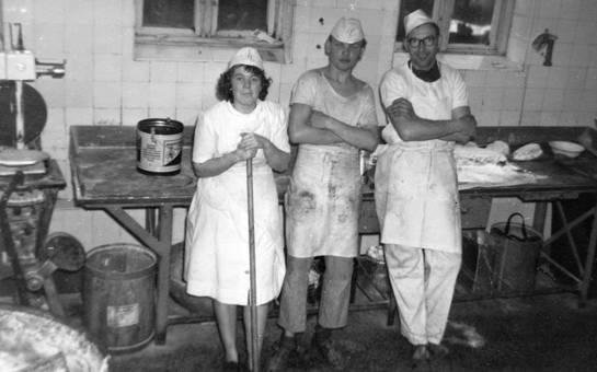 Lehrlinge und Bäckermeister