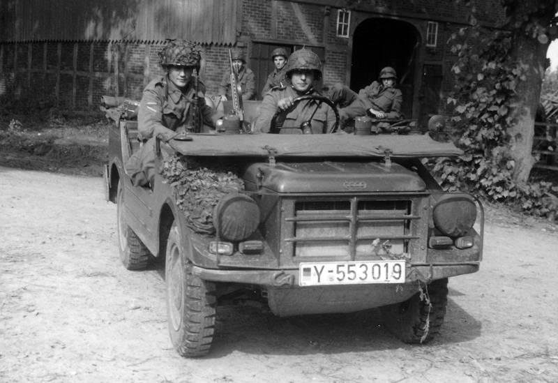 abfahrt, Bundeswehr, bundeswehrfahrzeug, dkw, DKW-Munga, Erkundungstour, fahrzeug, Munga, Rekrut, soldat, Uniform