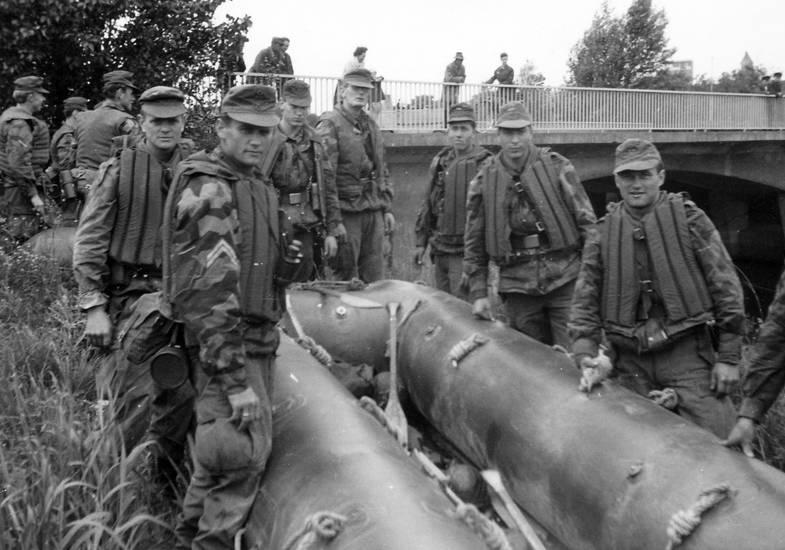 Bundeswehr, bundeswehrübung, Rekrut, schlauchboot, schlauchbootübung, soldat, trave, Übung