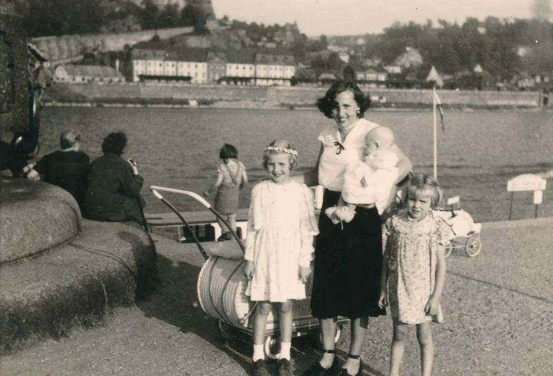 Deutsches Eck, Ehrenbreitstein, kinderwagen, Kindheit, kleid, Koblenz, kopfschmuck, mode, Rhein