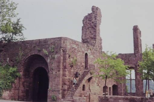 Treppe bei der Ruine
