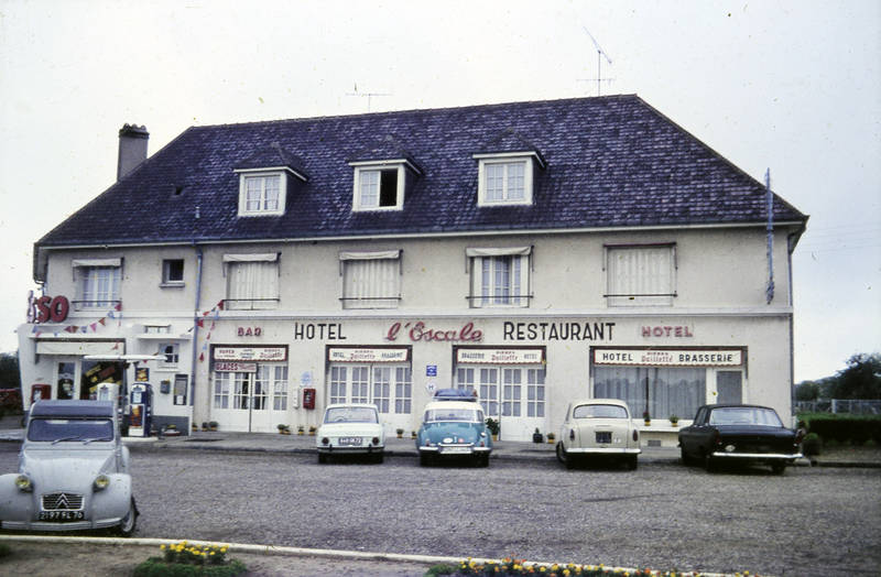 auto, Citroën 2CV, dkw, Hotel, Hotel l'Escale, KFZ, Parkplatz, PKW, restaurant