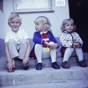 Kinder auf der Treppe