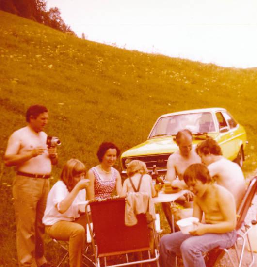 ausflug, auto, bierflasche, essen, Ford-Escort, hosenträger, Kamera, KFZ, Kindheit, Klappstuhl, PKW