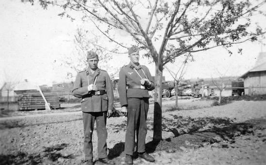 Soldaten mit Arm in Schlinge