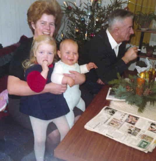 Advent, Adventskranz, christbaum, Kindheit, Tannenbaum, Weihnachtsbaum, zeitung, zigarette