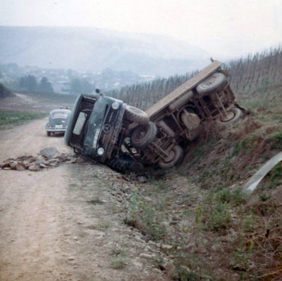auto, käfer, KFZ, mercedes, PKW, unfall, Unimog, VW Käfer, weinrebe