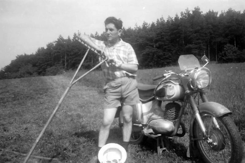 Feldarbeit, hut, Motorrad, Rechen, shorts, Sommer