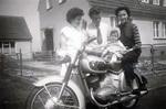 Mit dem Baby auf dem Motorrad
