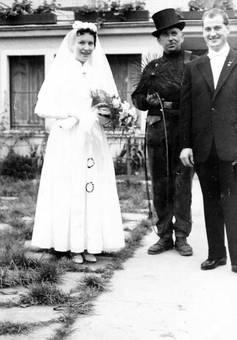 Brautpaar und Schornsteinfeger